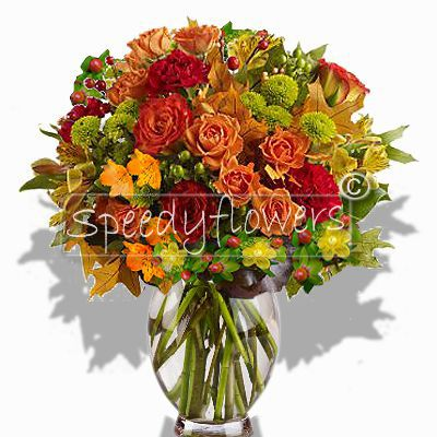 We propose new ideas to send your greetings Pasqua.Bouquet orange roses mixed with green details.