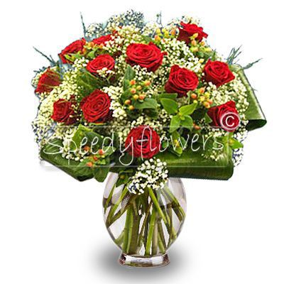 Beautiful bouquet of roses rosse.Shipping for wedding anniversary