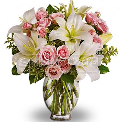 To send your greetings Buy this bouquet of white flowers and pink.