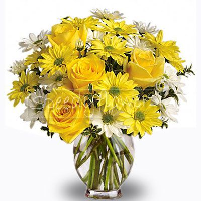 Bouquet of roses and daisies in shades of yellow and white