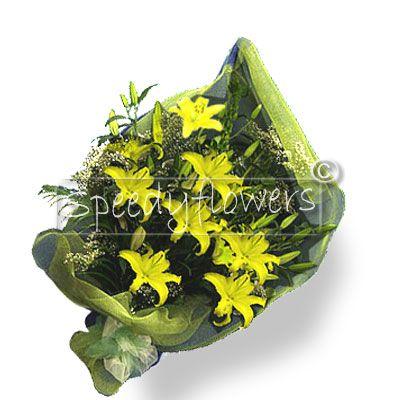 Per l'anniversario è stupendo  regalare un profumato mazzo di lilium gialli.