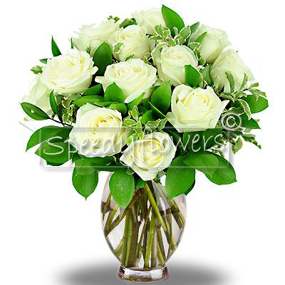 Per il suo compleanno le puoi regalare questo elegante mazzo di rose bianche.